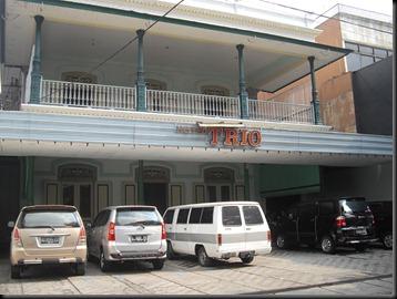 HOTEL TRIO, tampak depan...
